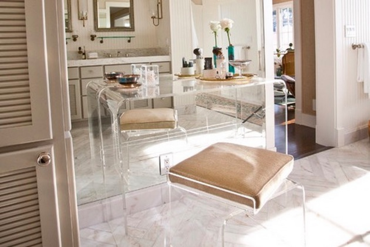 Among Design Set Lucite Furniture Re Emerges As Clear Favorite For Accent Pieces Noozhawk