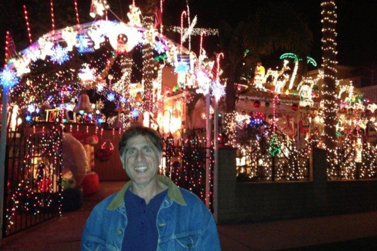 Local Man Offers Directions to Self Guided Holiday Lights Tour of