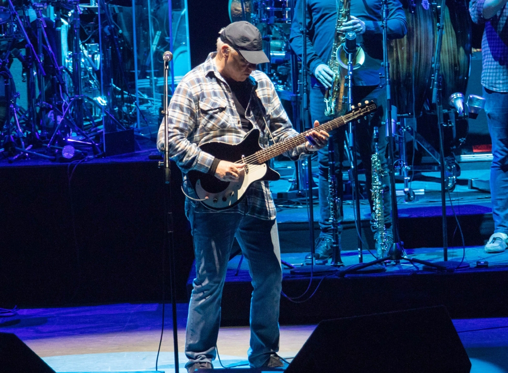 Review Mark Knopfler S Music Magic Captivates Santa Barbara Bowl Crowd Arts Entertainment Noozhawk Com