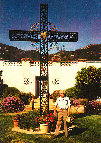 Gunnar Thielst with his wrought-iron handiwork at Mount Calvary Retreat House in 1989.