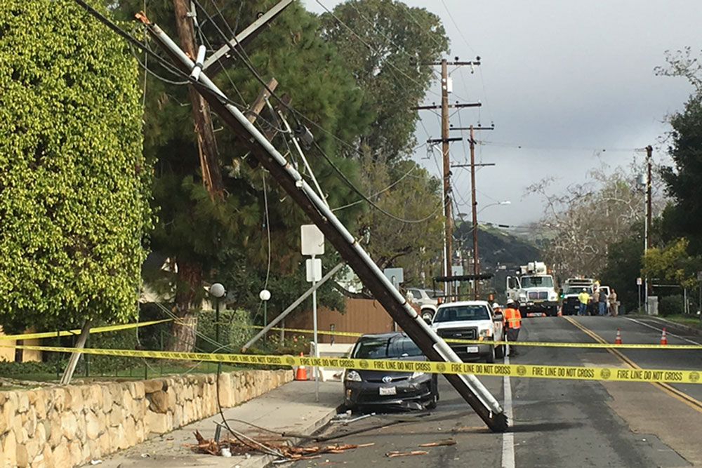 Power was knocked out to a large number of customers in the Outer State Street area of Santa Barbara early Saturday after a vehicle crashed into a utility pole on Alamar Avenue.