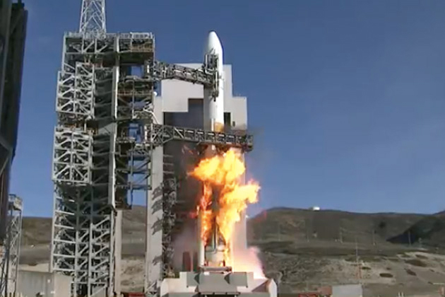 Mobile gantry rolled back to reveal Delta 4 rocket at Vandenberg