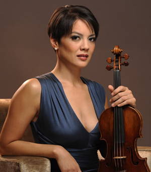 Violinist Anne Akiko Meyers shined in her weekend performances with the Santa Barbara Symphony.