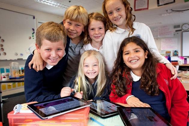 <p>Laguna Blanca School third-graders love using the class iPads.</p>