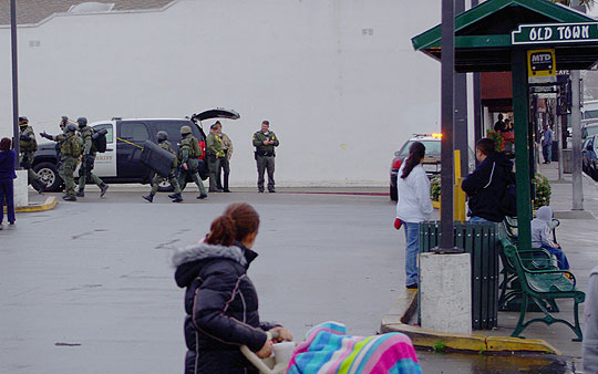 Old Town Goleta's otherwise usual Saturday morning routine was disrupted by the jarring sight of heavily armed law-enforcement officers searching for a suspect.