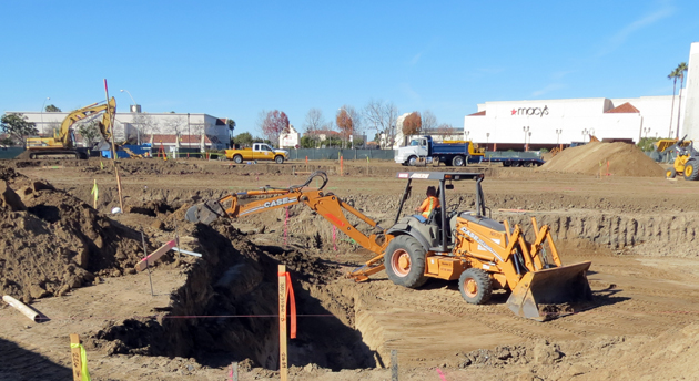 With demolition of a former anchor department store at the Santa Maria Town Center complete, construction crews are now in the beginning stages of building the 14-screen Regal Cinema that will take its place. (Gina Potthoff / Noozhawk photo)