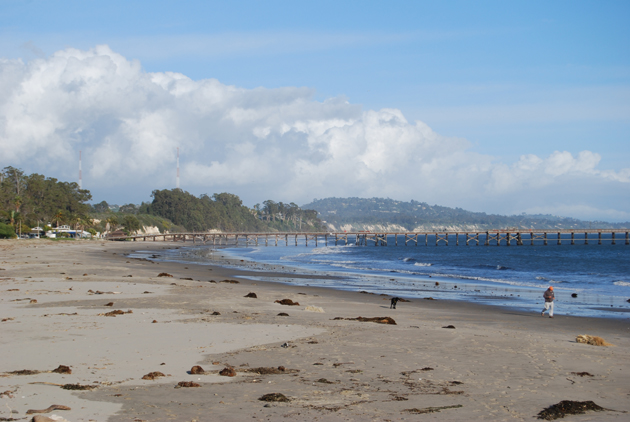 Goleta Beach at high tide. These balmy winter days are a good time to get outdoors. (Capt. David Bacon / Noozhawk photo)