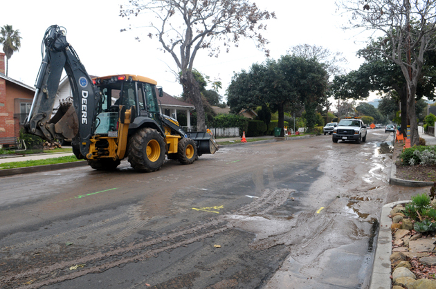 Santa Barbara city crews work to repair and clean up a water main break Thursday morning on Gillespie Street between Islay and Pedregosa streets. (Lara Cooper / Noozhawk photo)
