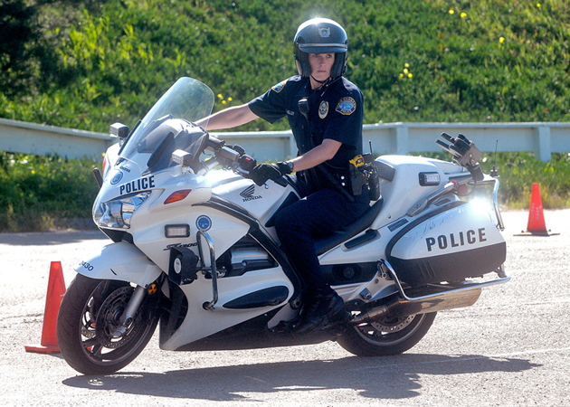 Santa Barbara S First Female Motorcycle Officer Ready To