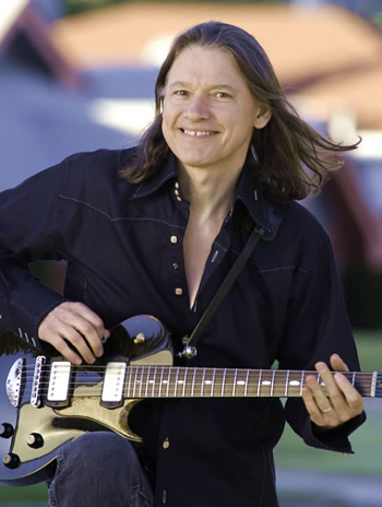 Guitarist Robben Ford and the Yellowjackets will play a benefit concert for The Rhythmic Arts Project (TRAP) at the Lobero Theatre on Friday.