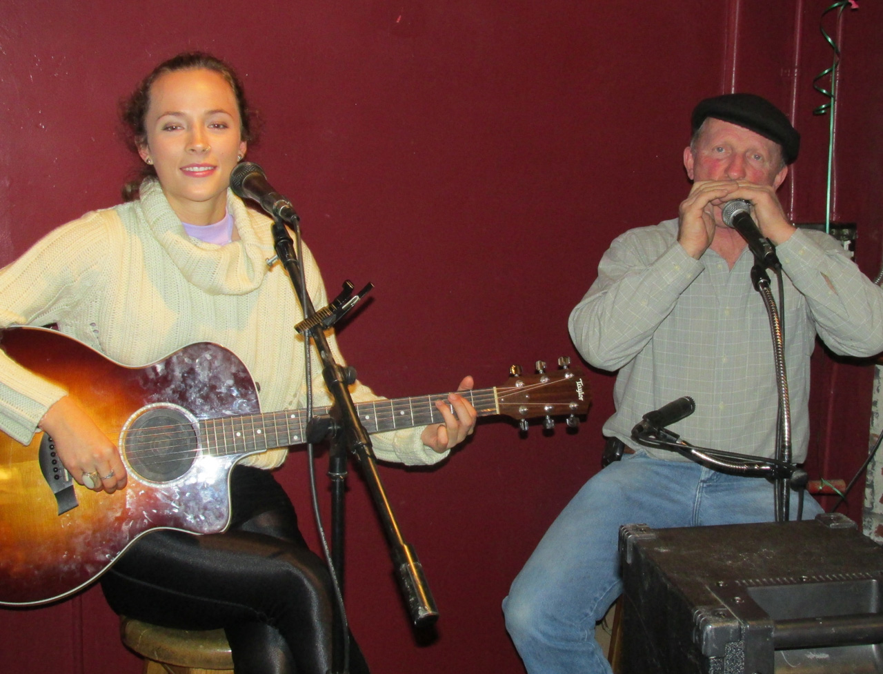 Performers entertain with live Irish music.