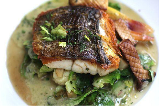 <p>Arlington Tavern is offering a two-course, farm-fresh meal for theatergoers.</p>