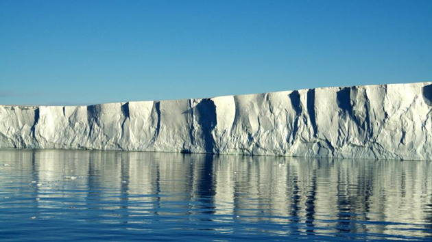 <p>The edge of the Pine Island Ice Shelf, which is the floating extension of the Pine Island Glacier, one of the fastest-thinning of the West Antarctic ice streams.</p>