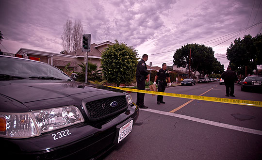 With the 400 block of De la Vina Street blocked off, Santa Barbara police combed the neighborhood for evidence in a Sunday morning homicide.