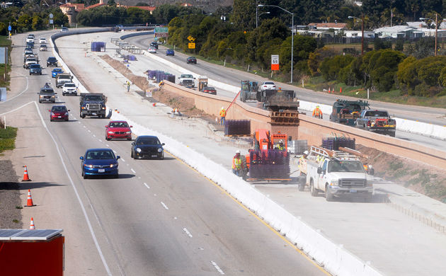 Construction is under way on a High Occupancy Vehicle (HOV) lane on Highway 101 in Carpinteria. Caltrans wants to add the carpool lanes on an 11-mile stretch between Santa Barbara and Carpinteria to reduce congestion. (Lara Cooper / Noozhawk photo)