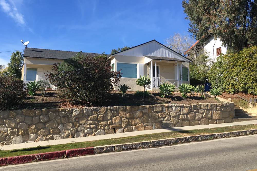 The Santa Barbara Architectural Board of Review sent a proposed apartment project, which would replace this duplex at 501 E. Micheltorena St., back to the drawing board.