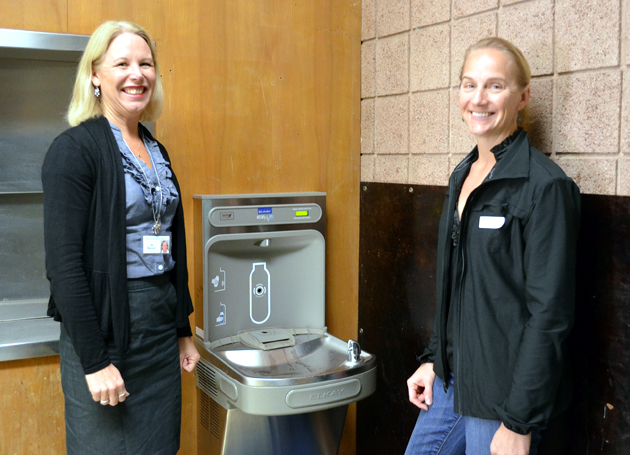 <p>Kellogg Elementary School Principal Kim Bruzzese, left, and PTA treasurer Janis Gamble petitioned the Community Environmental Council for water refill stations on campus.</p>