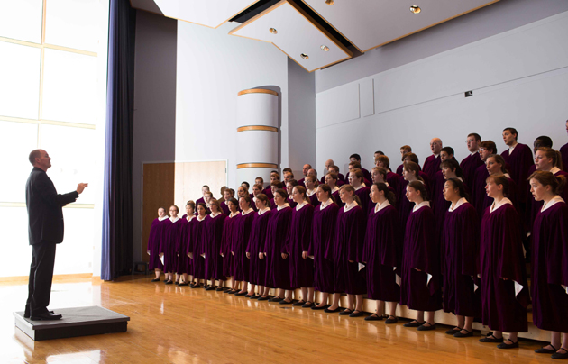 <p>Brandon Johnson conducts the Houghton College Choir, which will perform a public concert March 27 at First Congregational Church in Santa Barbara.</p>