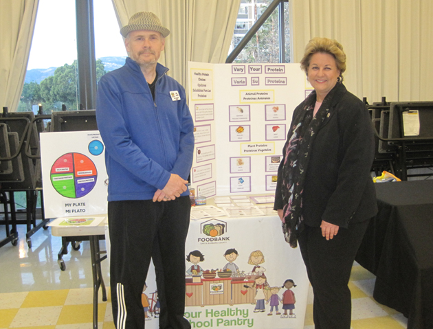 Foodbank of Santa Barbara County CEO Erik Talkin and county Supervisor Doreen Farr help prepare for kids and families at the Isla Vista Elementary School site of the Foodbank's award-winning Healthy School Pantry Program. Talkin embarked on a 30-day challenge, facing the realities of living on food stamps and other food and nutrition assistance. (Foodbank of Santa Barbara County photo)