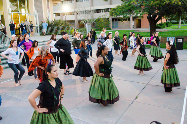 <p>Rona Koe of Hālau Hula O Pualanina'auali'ioha leads a pre-concert hula lesson to all who cared to join in.</p>