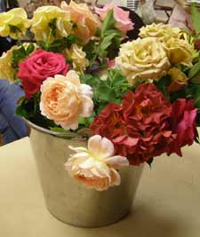 Rose society invites members and guests to bring spring blooms to April meeting.