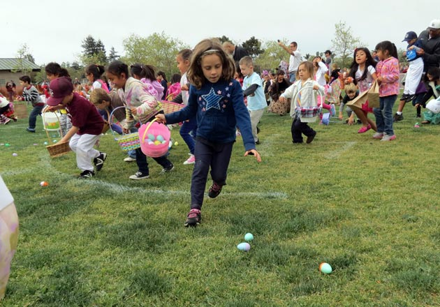 Children in the 4-6 age group ran to find as many of the 10,000 plastic, goody-filled eggs as they could during Saturday's fifth annual Goleta Egg Hunt at Girsh Park. (Gina Potthoff / Noozhawk photo)