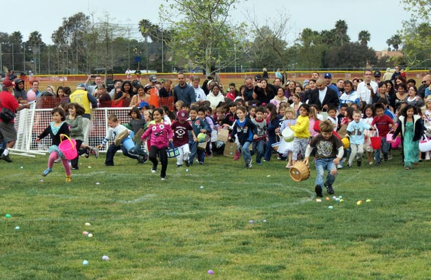 A stampede of eager children descend on fields of plastic eggs after organizers opened the gates at Girsh Park on Saturday. (Gina Potthoff / Noozhawk photo)