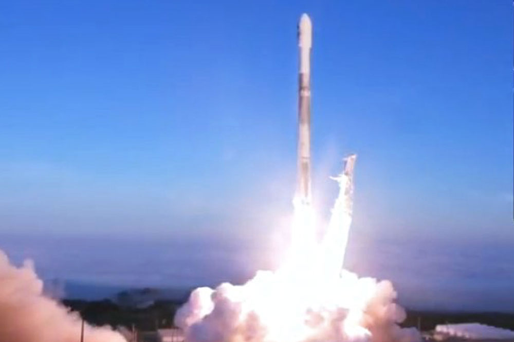 Elon Musk's SpaceX Sends Ten More Iridium Satellites to Orbit