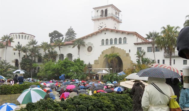 Dedicated worshipers hunkered down beneath umbrellas and steady rain Sunday morning at the Santa Barbara County Courthouse Sunken Garden for the area's largest Easter service, hosted by Calvary Chapel Santa Barbara. (Gina Potthoff / Noozhawk photo)