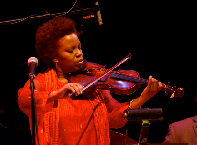 <p>Jazz violinist Regina Carter¹s Southern Comfort band took the stage at the Lobero Theatre on Tuesday for a rollicking good set of jazz-influenced early blues, gospel, Cajun and Appalachian old-time country music from her newest album, <em>Southern Comfort</em>. Since she first gained attention in the late 1980s with the pop/jazz group Straight Ahead, the range of top artists who have benefited from her exquisite string work is stunning — Max Roach, Oliver Lake, Aretha Franklin, Dolly Parton and Billy Joel are just a few — and it¹s clear to see where their inspiration comes from.</p>