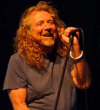 Robert Plant and the Band of Joy played a rootsy set Monday at the Santa Barbara Bowl.