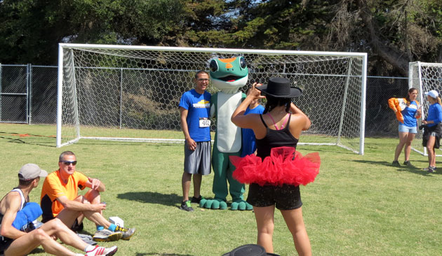 Runners competing in UCSB's Gaucho Gallop 5k and 10k posed for pictures with the Geico gecko, a major sponsor of the reunion race.