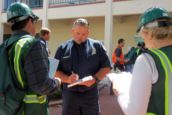 Santa Barbara fire Capt. Kevin Bryant takes a head count of victims and injuries during Friday's CERT drill. (Gina Potthoff / Noozhawk photo)