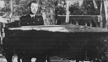 Stefan Radetzky (Anton Walbrook) takes a break from shooting down Messerschmidts to compose the Warsaw Concerto in Dangerous Moonlight.