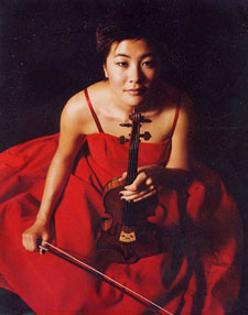 Violinist Jennifer Koh plays with a fire that belies her cool exterior.