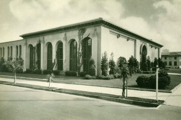 <p>A black-and-white photo, circa 1917-18, shows the Central Library (built as a Carnegie Library in 1917) from the corner of Anacapa and Anapamu streets.</p>