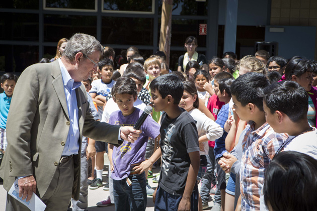 <p>QAD Vice President Murray Ray takes questions from students at El Camino School.</p>