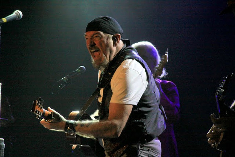 Jeff Moehlis: Ian Anderson Takes a Look Back as Jethro Tull Turns 50 ...