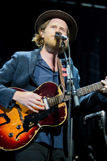 Singer/guitarist Wesley Schultz leads The Lumineers through a set of its indie hits.