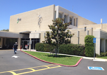 Sansum Clinic's facility on Pesetas Lane in Santa Barbara would be among the facilities to combine as part of Cottage Health System, if the planned merger goes through. (Tom Bolton / Noozhawk photo)
