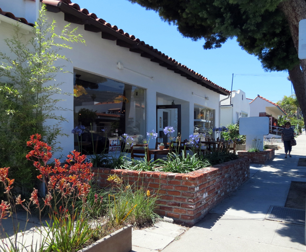 Los Agaves opened a second restaurant this week, at 2911 De la Vina St. in Santa Barbara. Owner Carlos Luna says the new location has the same menu and specials as the original location at 600 N. Milpas St. (Gina Potthoff / Noozhawk photo)