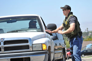 A sheriff's deputy talks to a resident during evacuations Thursday during a vegetation fire near Orcutt. (Frank Cowan / Noozhawk photo)