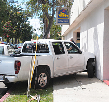 The Best Western hotel at 336 W. Cabrillo St. in Santa Barbara sustained only minor damage in the crash. (Lara Cooper / Noozhawk photo)