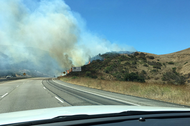 Firefighting crews were able to contain a 4-acre blaze that broke out along Highway 101 on the Nojoqui Grade Friday morning.