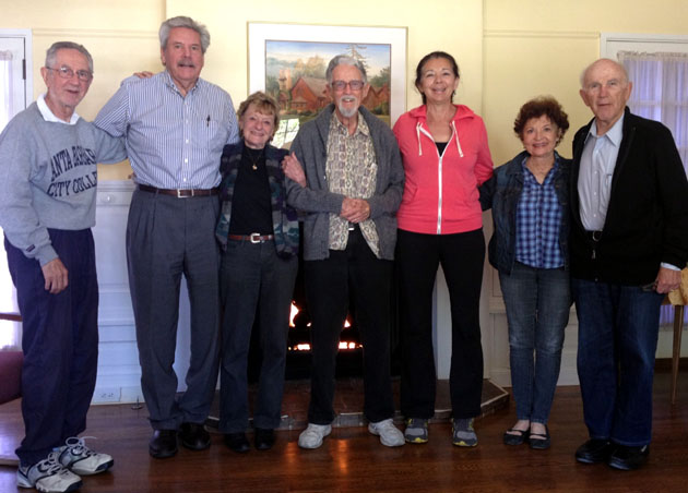<p>Bob Unruhe, center, and other Brain Fitness for Successful Aging participants.</p>