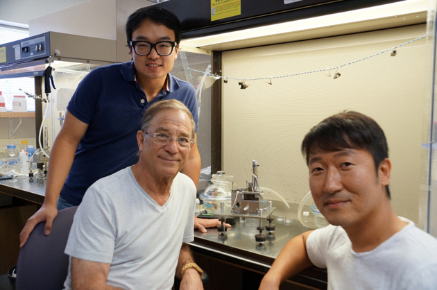 <p>UCSB&#8217;s Dong-Woog Lee, standing, Jacob Israelachvili and Kollbe Ahn with the Surface Forces Apparatus.</p>