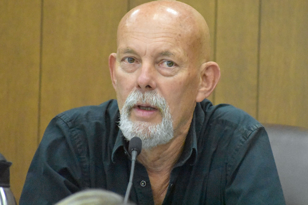 Amid questions about his place of residence, Hans Duus announced Monday night that he is resigning his position on the Solvang City Council.