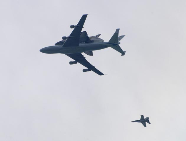 The space shuttle Endeavour flies over Summerland on Friday morning. (Gary Lambert / Noozhawk photo)