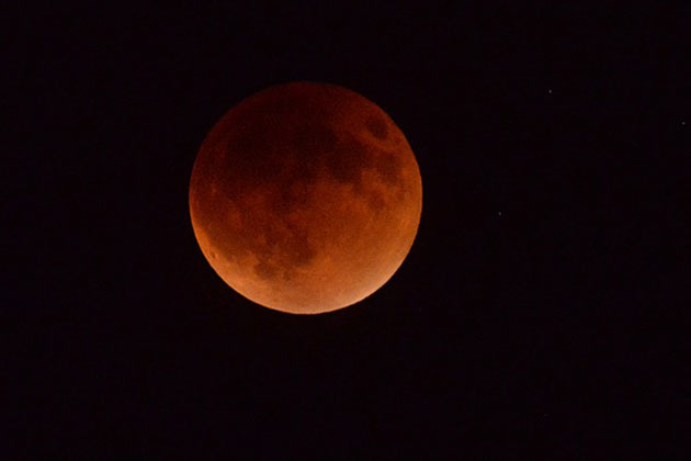 "Crowds turned out at vantage point throughout Santa Barbara County Sunday night to catch a view of the ""blood moon,"" the combination of a ""super moon"" and an eclipse."