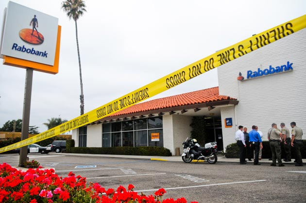 <p>Santa Barbara County sheriff&#8217;s deputies and investigators confer outside Rabobank, 5956 Calle Real in Goleta. Authorities are searching for a gunman who held up the branch Wednesday morning and escaped with an undisclosed amount of cash.</p>